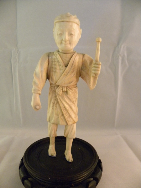 Ivory figure of a man - Item 491