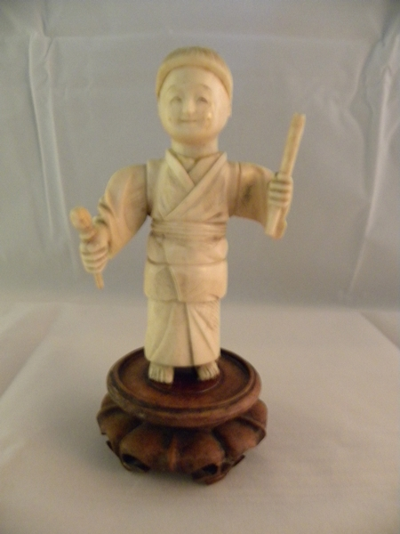 Ivory figure of a boy - Item 492
