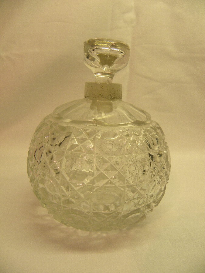 Victorian crystal scent bottle - Item 580