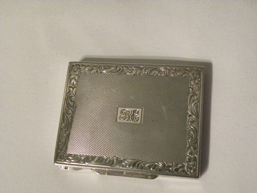 Silver coloured (800) Pill Box - Item 619