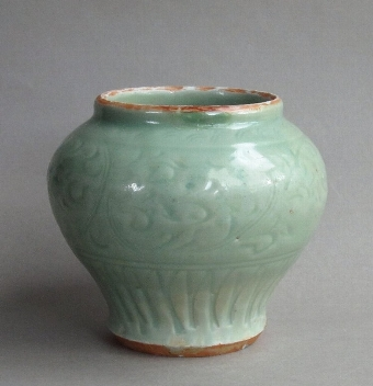 Antique Attractive Chinese early Ming Longquan celadon jar