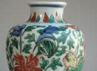 Antique Chinese wucai baluster vase, Shunzhi or early Kangxi