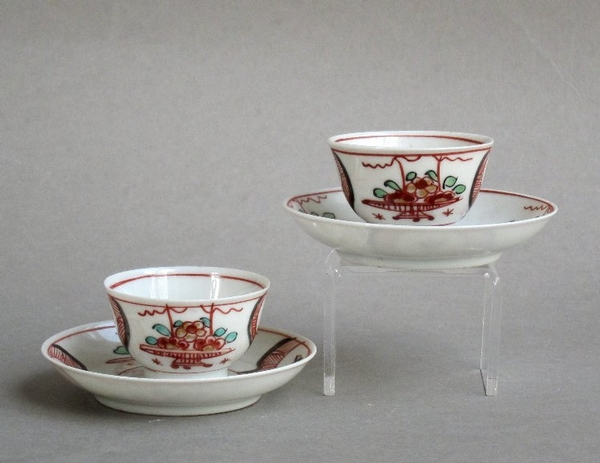 A pair of miniature Dutch-decorated Chinese export teabowls & saucers, Yongzheng or Qianlong