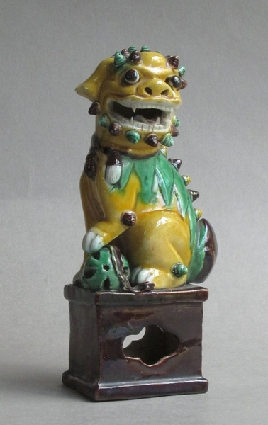 Antique Attractive C19th pair of famille verte Chinese guardian lions