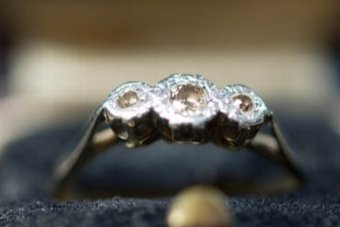 Antique SUPERB VICTORIAN RARE 18CT GOLD 3 STONE YELLOW DIAMOND RING