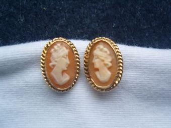 Antique Lovely Art Deco Pair of 9ct Gold Cameo Earrings