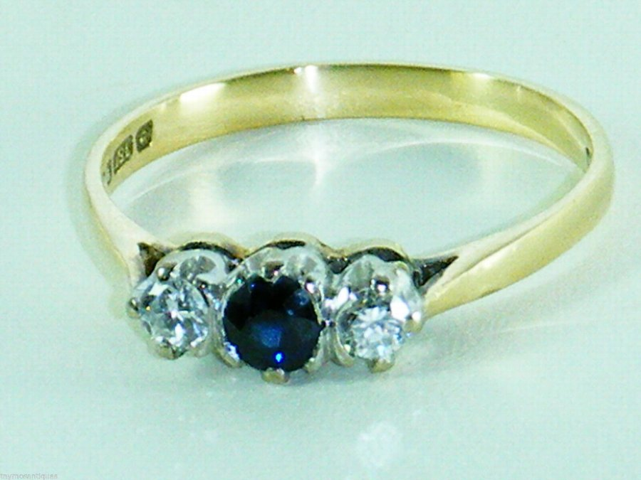 18CT GOLD DECO DESIGN SAPPHIRE AND DIAMOND TRILOGY RING SIZE M