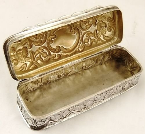 Antique SUPER SUNSTANTIAL VICTORIAN HALLMARKED  SILVER TABLE SNUFF BOX - 1899 - CHERUBS DECORATION