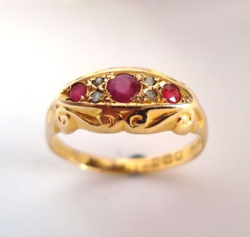 Beautiful Vintage 18ct Gold Ruby & Diamond Ring. B'ham 1918.