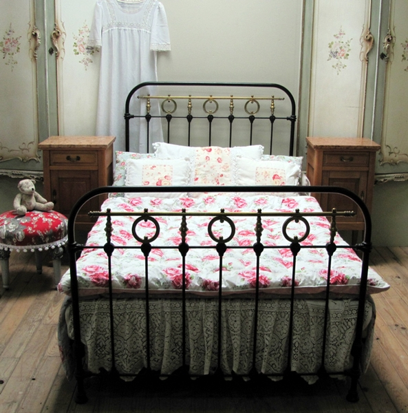 DELIGHTFUL ANTIQUE FRENCH SINGLE IRON BED - C1920