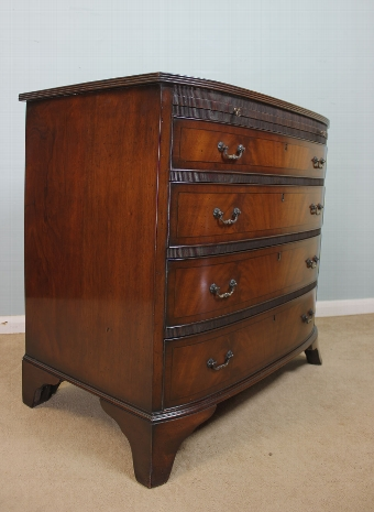 Antique Antique Georgian Style Chest of Drawers.