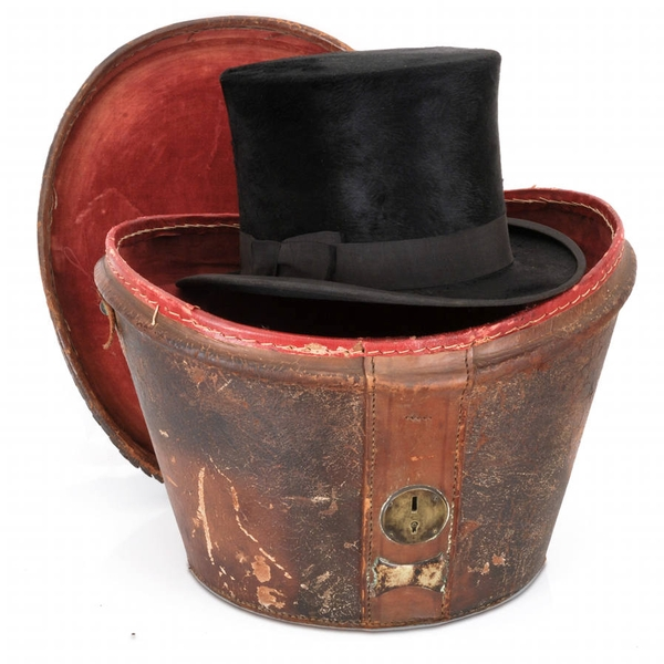 'Best London Finish' Top hat in Victorian leather box