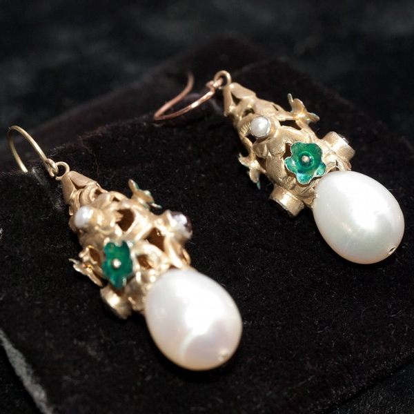 Gilt Earrings with natural pearls