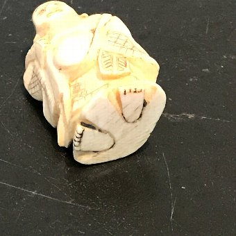 Antique Japanese ivory carved netsuke