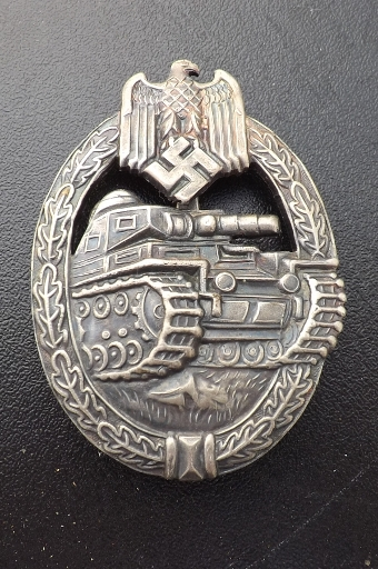 Antique German 2ww Tank destroyer soldiers medal. B35