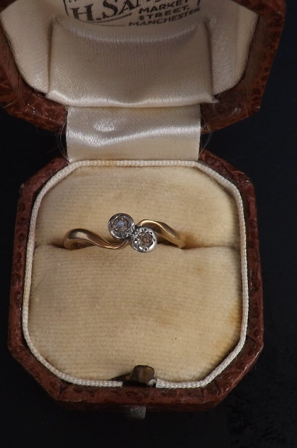 Diamond ring 9ct gold size K comes Boxed