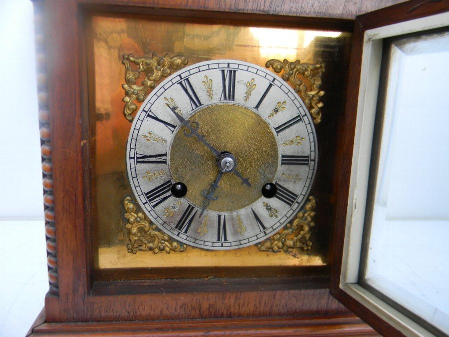 Antique antique bracket clock