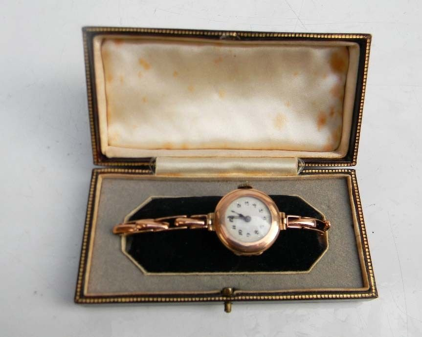 Lady's wristwatch rose gold Victorian in presentation case.