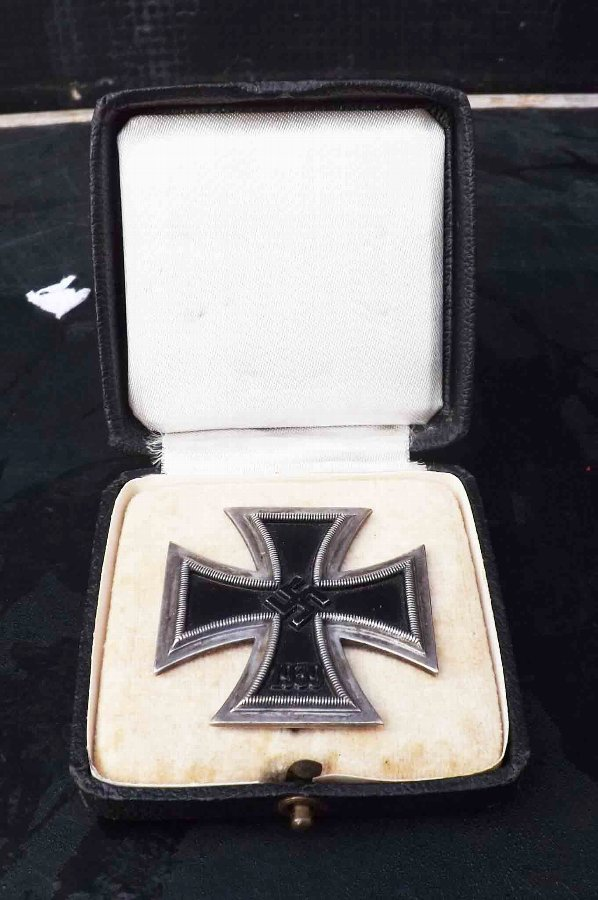 1st class 2ww German Iron Cross in case.