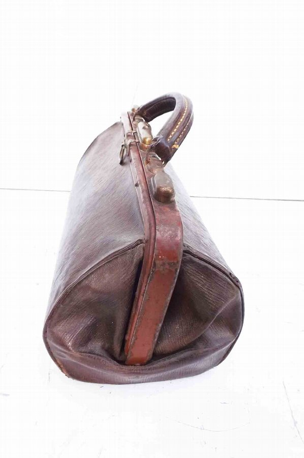 Antique leather gladstone bag @@ free worldwide delivery to your door.