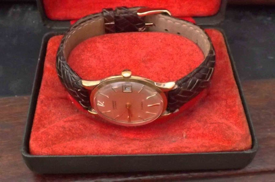 garrard Mans 9ct automatic wristwatch. Free worldwide post.