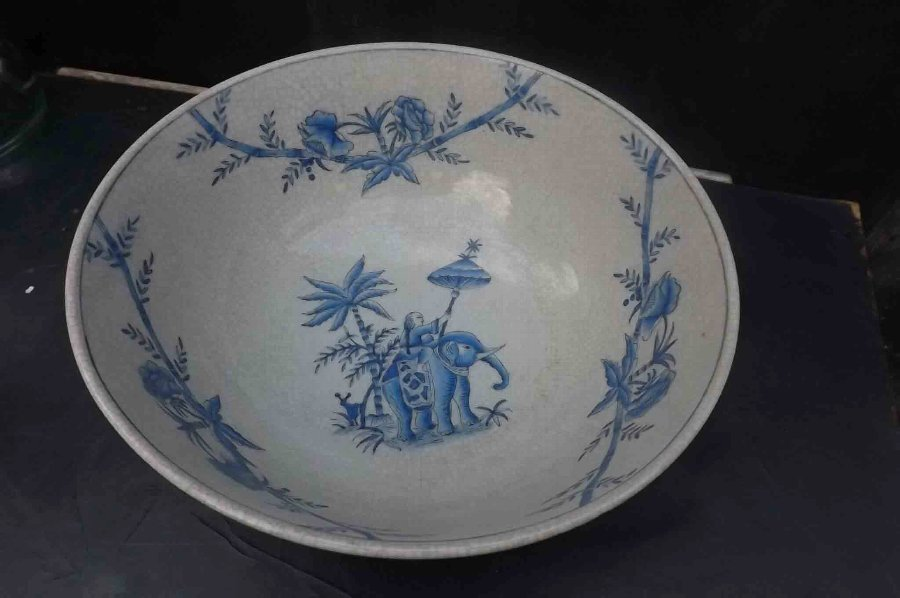 Antique Chinese vase rare & early.---B18 | ANTIQUES.CO.UK