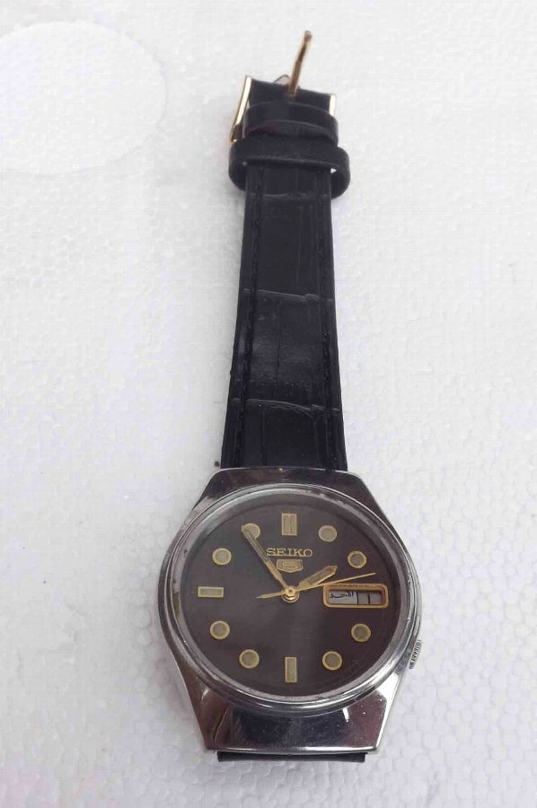 Seiko 5 mans automatic mechanican movement wrist watch