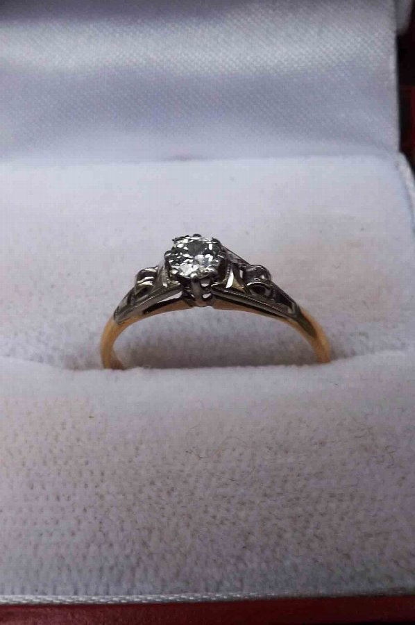 Solitaire diamond ring 9ct gold & platinum mount.