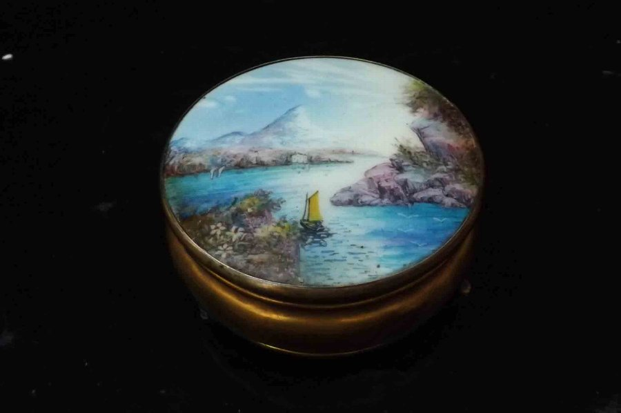 Grand tour's souvenir, stunning hand painted lady's trinket box
