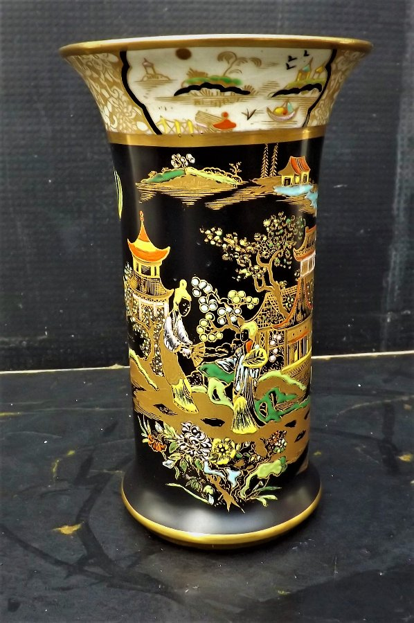 Rare Carlton Ware Vase superb handpainted with Chinese scene's