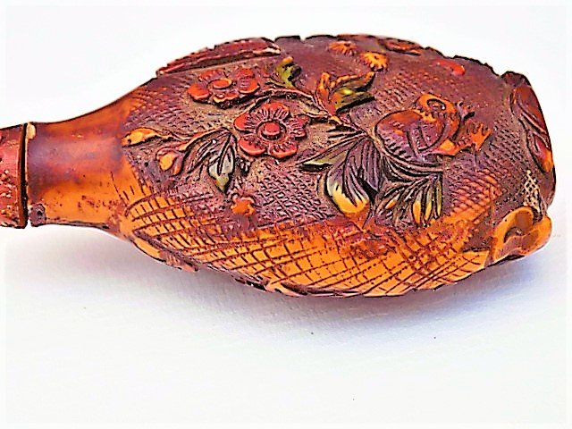 Antique Chinese carved amber snuff bottle and top