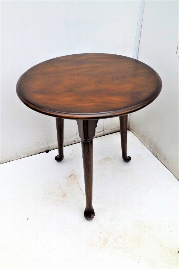 Cricket Table in quality mahogany