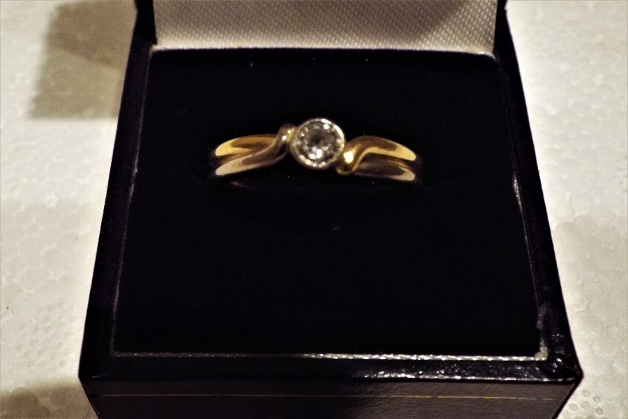 Solitaire diamond on two tone gold ring