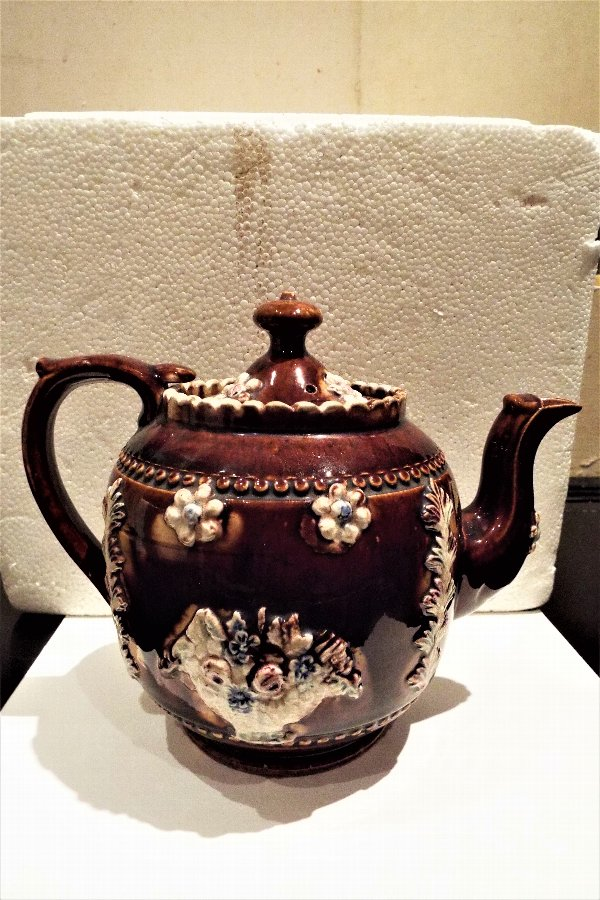 Barge ware tea pot