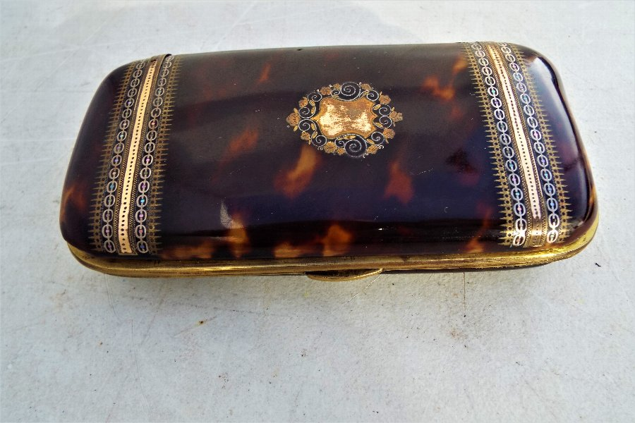 Tortoise shell with inlays Cigar case