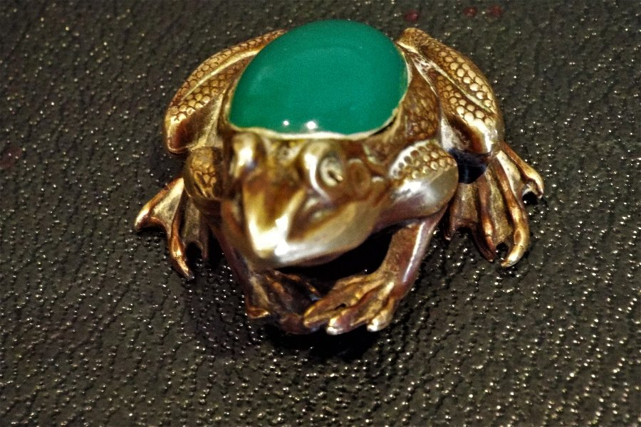 Antique Victorian Gold and Jade Frog