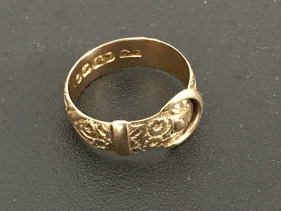 18 Carat Gold Buckle Belt Ring