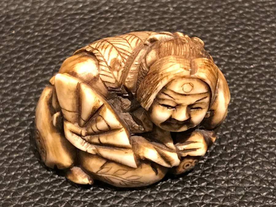 Japanese ivory carved netsuke This item can be purchased immediately