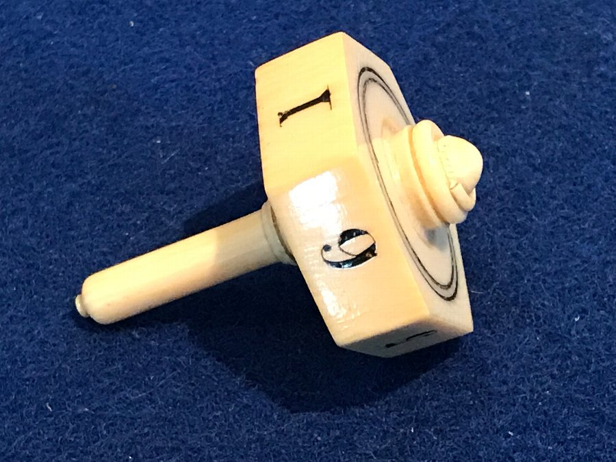 Antique Ivory spinning dice