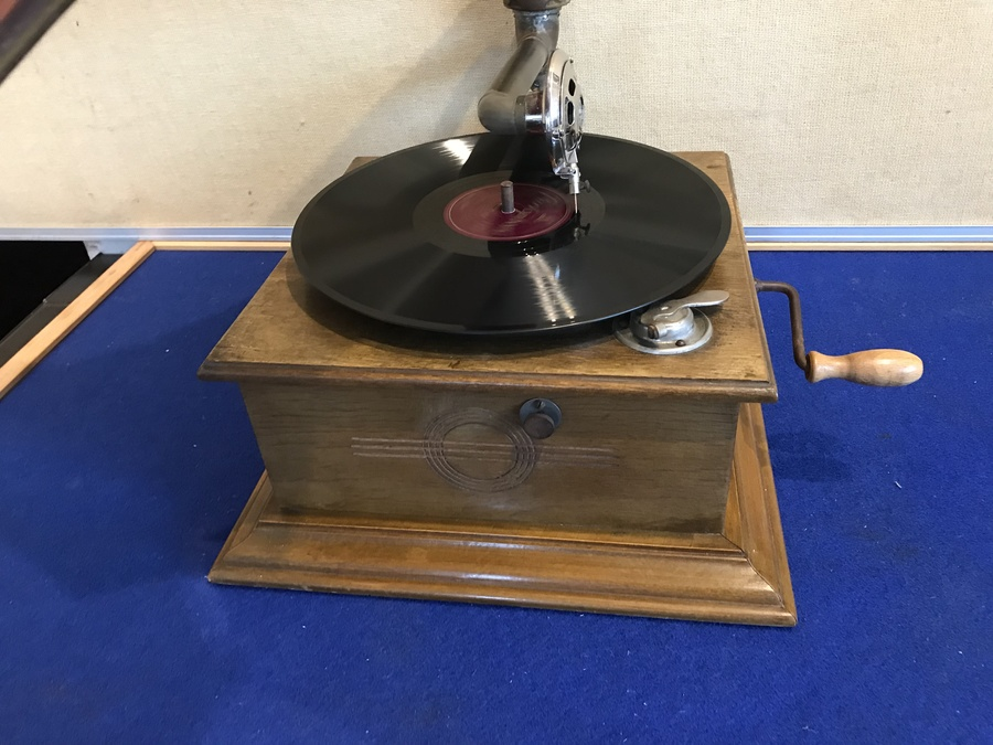 Antique 1900's oak cased horned gramophone