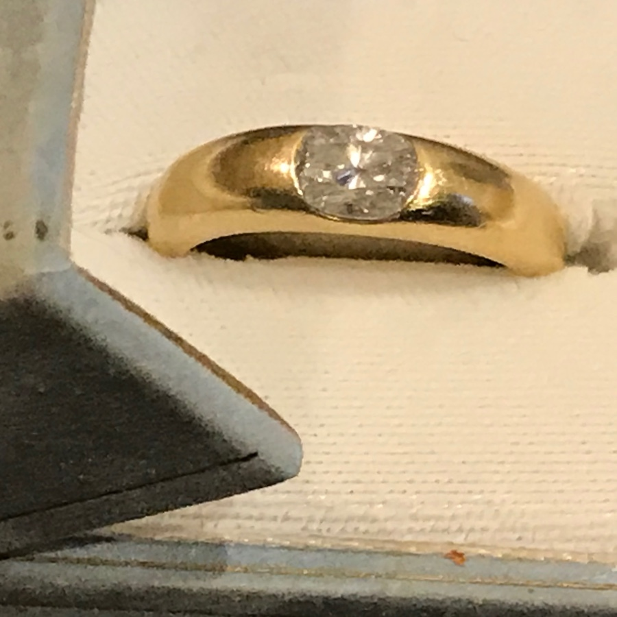 Man's 18 carat gold 1 carat diamond solitaire ring