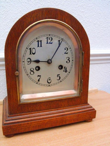 Antique EDWARDIAN OAK CASED BRACKET CLOCK