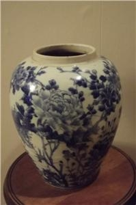 Antique CHINESE BLUE AND WHITE VASE . SGB4
