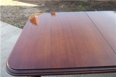 TABLE DINING MAHOGANY EXTENDING HAS EXTRA LEAF GOOD CLEAN SOLID WOOD TABLE