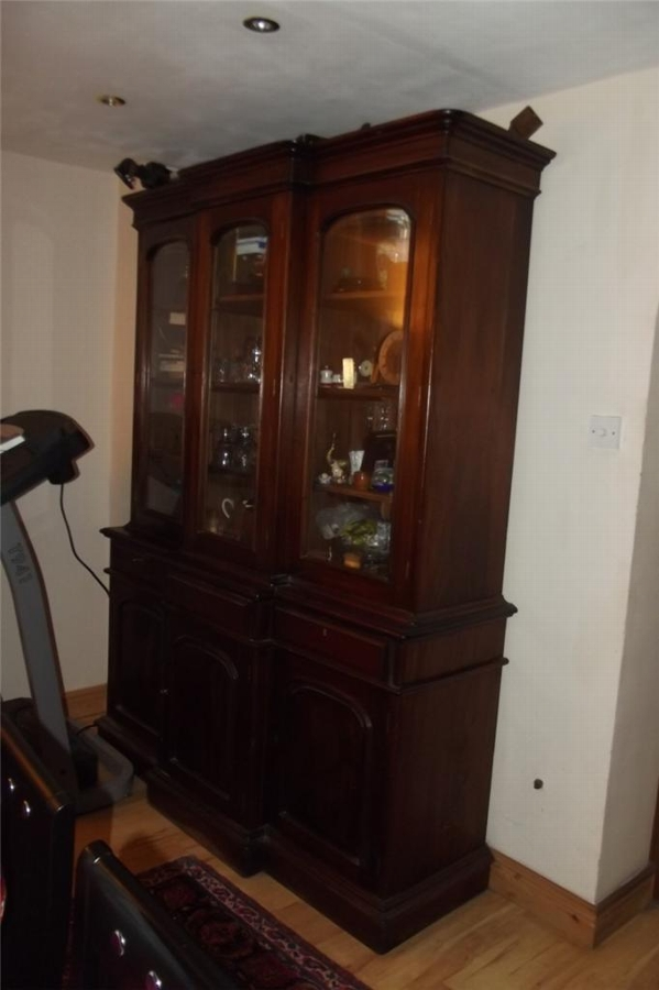 Bookcase mahogany breakfront quality made. Large item