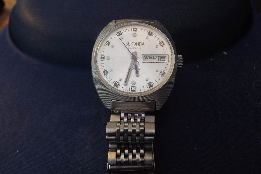 Mans wristwatch iconic mechanical daydate Seconda