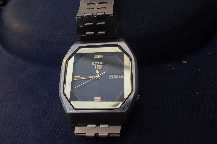 Mans Seiko wristwatch auto mechanical movement
