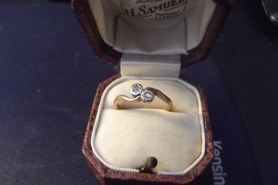 Gold 9ct diamonds and platinum ladies ring