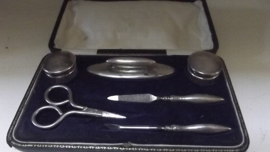 Silver vanity set comes boxed English hallmarked