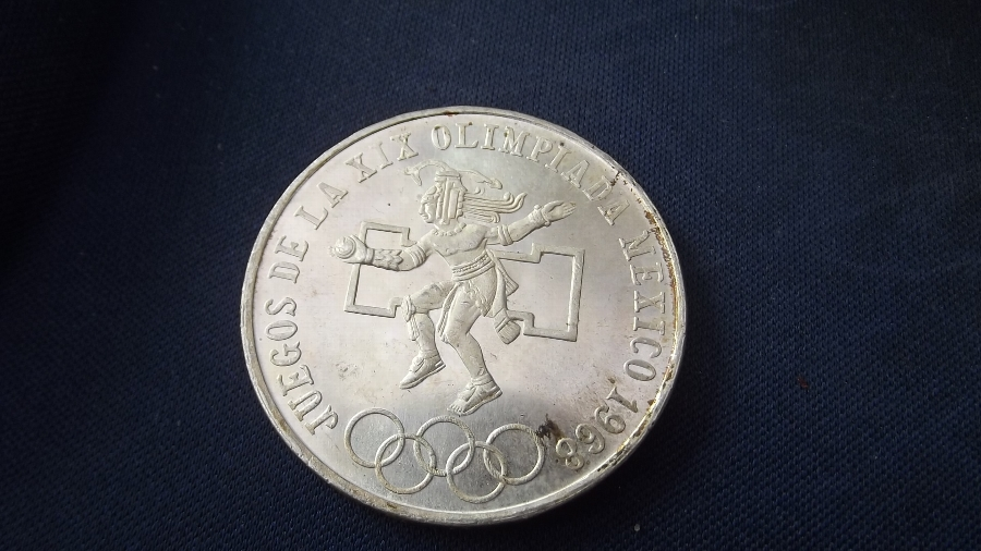 Mexican 25 pesato Olimpic coin dated 1968
